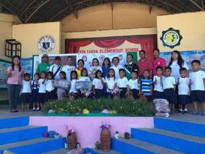 Municipal Cooperative Council member Coops Tsinelas gift giving @ Sta. Lucia Elementary School.
